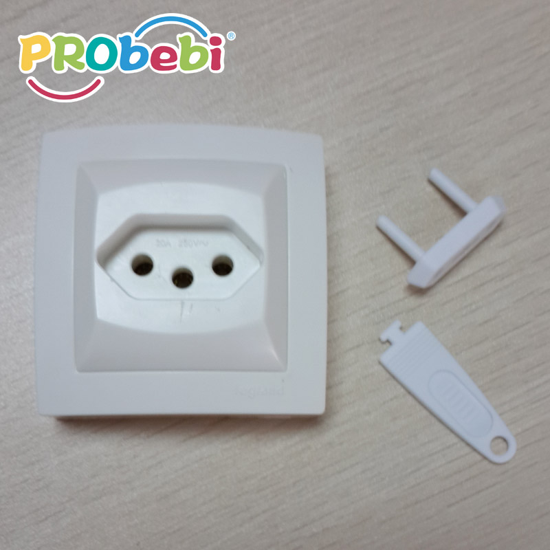 Avoid children throwing or inserting fingers into socket holes.Prevent the potential danger of electricity leakage.